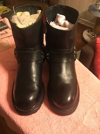 Pair of black leather boots Baltimore, 21231