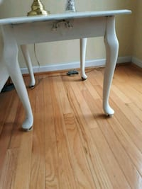2 end tables Olney, 20832