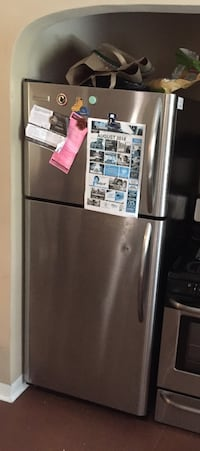 Fridge for sale (ice maker is broken) Albuquerque, 87106
