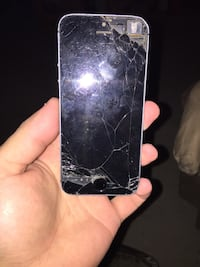 iPhone 5 for cheap I don't use it  St Albert, T8N