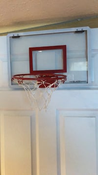 Over the door basketball net. In great condition   Calgary, T3K 5R5