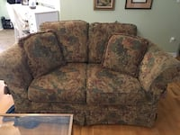 Love seat in good condition Oakville, L6M