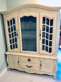 Stunning french Provincial China hutch cabinet buffet Kensington, 20895