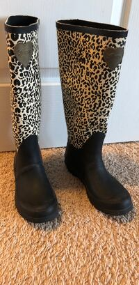 Pair of black-and-brown leopard print boots 沙福克, 23435