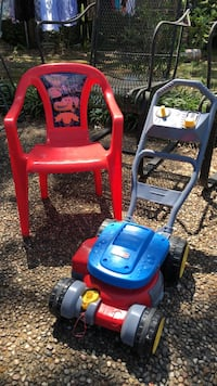 red and blue push mower 882 mi