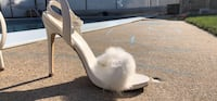 pair of white leather heeled shoes Winnipeg, R2Y 1B3