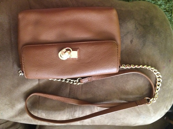 a45ec4125ac2 Used Brown michael kors leather crossbody bag for sale in Kingston - letgo
