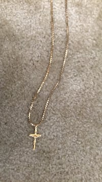 gold-colored chain necklace with pendant Stockton, 95212