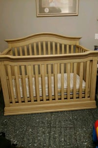 Baby Cache 4-in-1 crib and toddler bed