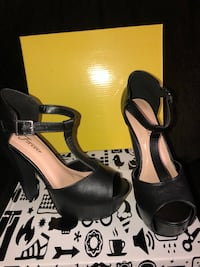 Pair of black leather open-toe heeled sandals McAllen, 78501