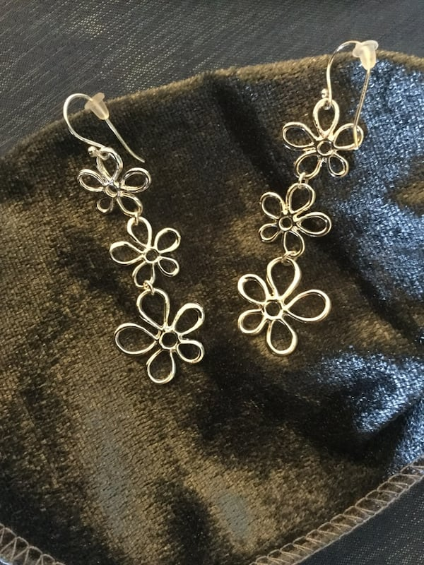 Sterling Silver sassy long floral earrings / Beautiful shine 3 flowers connect  ac8cf660-ff12-44ac-954a-5131e3c12ccb