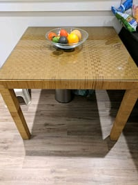 Dining table North Vancouver, V7P 2H1