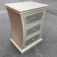 Beautiful Mirrored Side Table Woodbridge, 22191