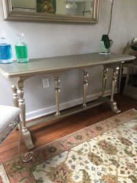 Foyer or buffet table Baton Rouge, 70815
