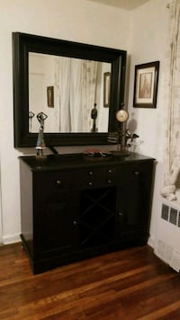 Mirror and wine cabinet Queens, 11355