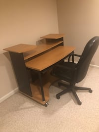 Computer desk with chair Fort Washington, 20744