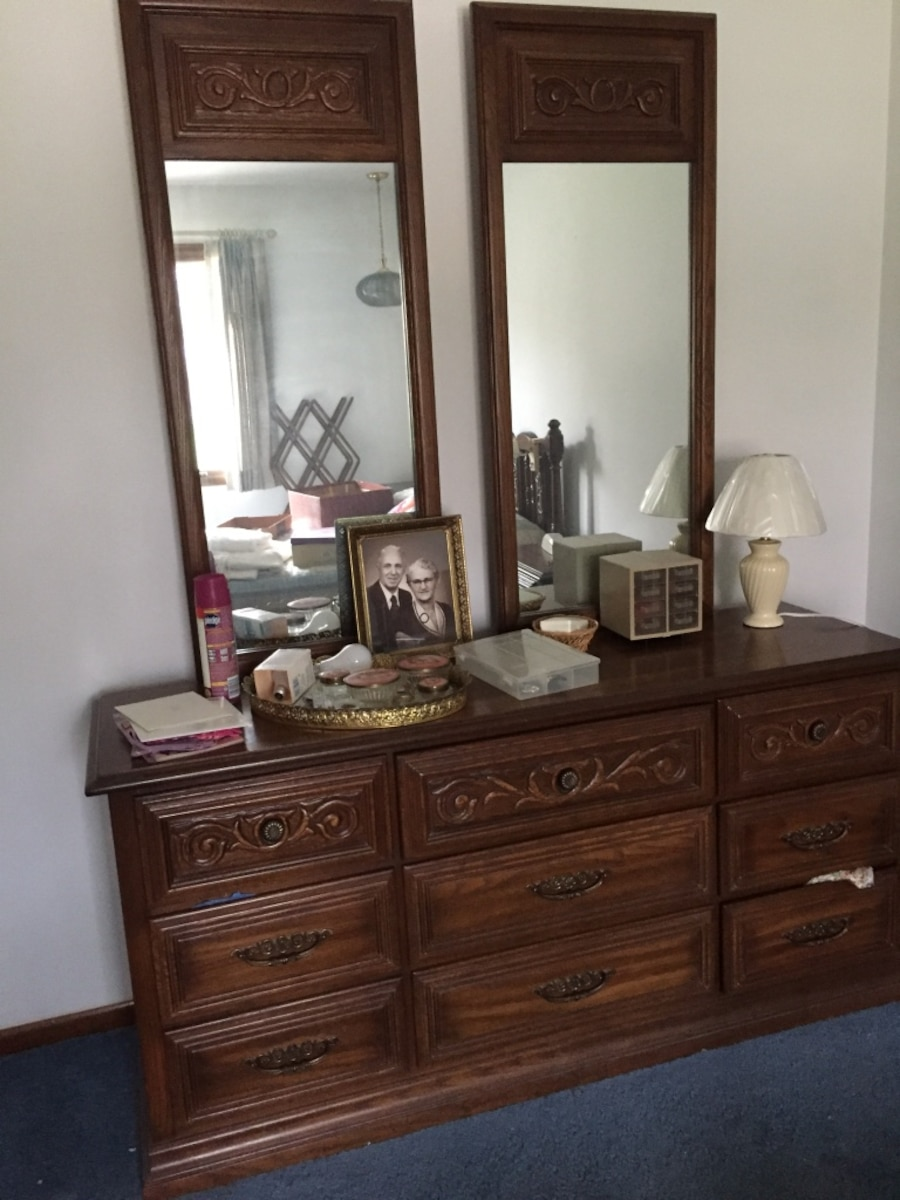 Used Bedroom Furniture 3 Pieces In West Des Moines