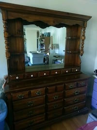 Dresser and Mirror King George, 22485