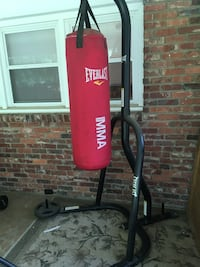 Everlast MMA heavy bag with stand and 50lbs of free weight Winston-Salem, 27104