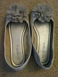 Restricted brand.Girls flats sz2. Chattanooga