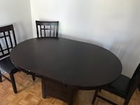 Extendable Round Dining Table and Chairs Montréal, H4N 1L1