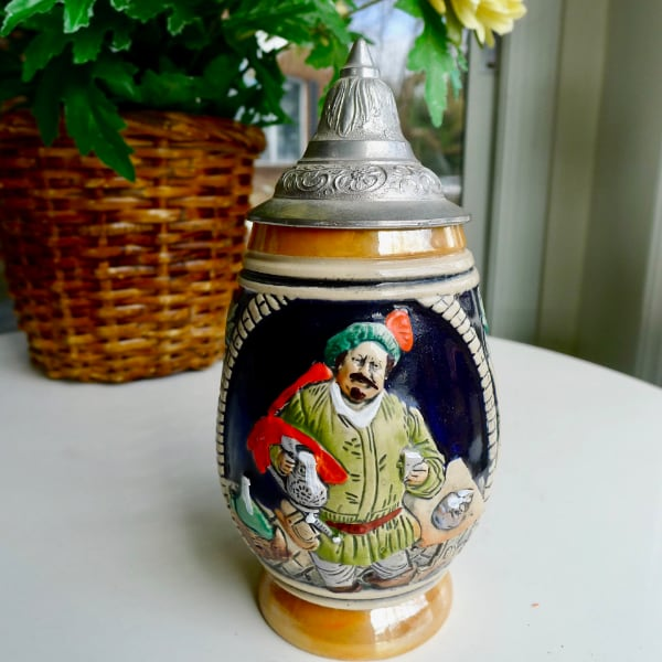 A Small & Classically Distinctive  West German DBGM Lidded Beer Stein b9e85294-2159-4bed-9bb4-c8ea594d6f08