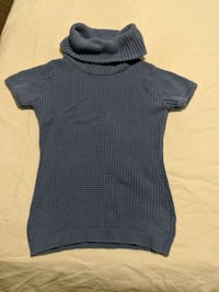 Turtleneck sweater size small Calgary, T2E 0B4
