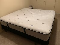 Sealy King size mattress &box spring College Station, 77840
