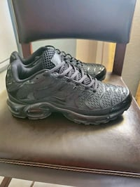 2 new pair of Nike shoes size 9.5