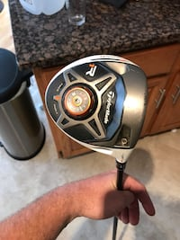Taylormade R1 Driver with adjustable loft. Stiff shaft. In pretty good shape Centreville, 20121