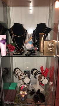 Gift and accessories King City, L7B 1J2