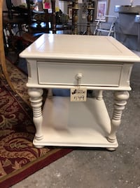 White Distressed End Table  Winter Garden, 34787