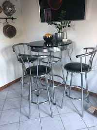 Black and Chrome Table and Chairs Set Perfect for a Bachelor Pad 90's vintage Toronto, M4K 1H7