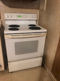 white and black electric coil range oven Four Oaks, 27524