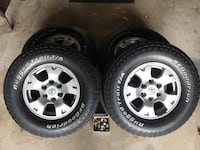 Set of 4 265/70/16 wheels and tires from a 2015 Tacoma TRD off road Absecon, 08201
