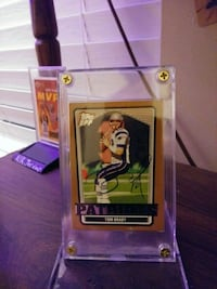 Tom brady autographed card and stand Elwood, 46036