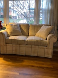 2 identical love seats/pillows and arm covers Alexandria, 22315