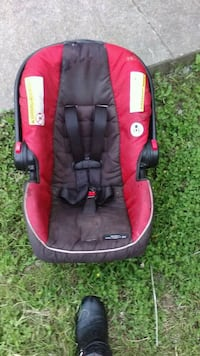 red and black car seat carrier Waco, 76706