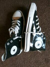Mens size 9 converse .never worn.no marks on bottom soles