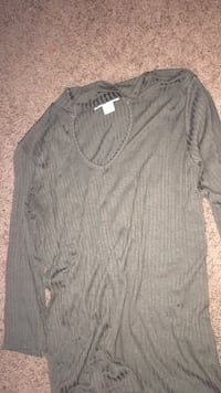 Gray v-neck long-sleeved shirt Waterloo, N2K 4B7