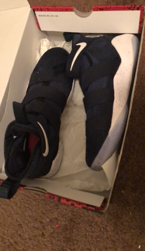 744a077778df3 Used Pair of black nike running shoes with box for sale in Garland - letgo