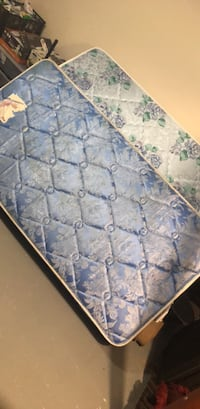 blue and white floral mattress Pointe-Claire, H9R 5Y4