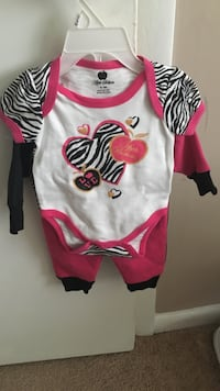 Apple Bottoms Baby outfit NEVER WORN