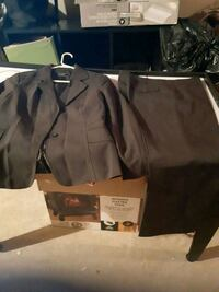Nice grey suit size 9/10. Whitby, L1N 9E2