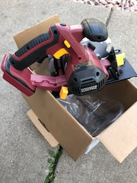 2 new saws , no battery