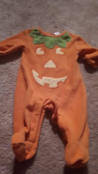 Baby 0-3 month pumpkin sleeper outfit Surrey, V3S 3J4
