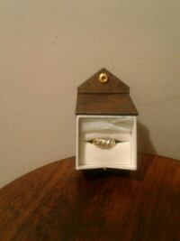 10k solid gold ring with 9 genuine diamonds Oshawa, L1H 7T7