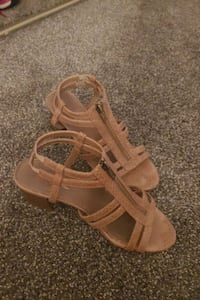 8M Sandals with front zippers