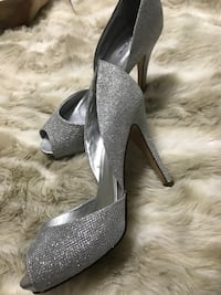 Pair of gray glittered platform stilettos Barrie, L4N 6A1