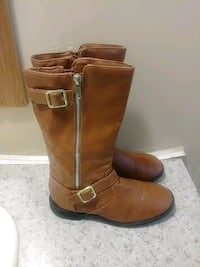 pair of brown leather boots Raleigh, 27604